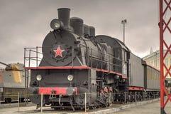 Locomotora de vapor negra con la estrella roja Imagenes de archivo