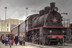 Locomotora de vapor negra con la estrella roja Fotografía de archivo