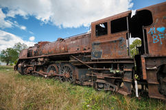 Locomotora de vapor oxidada abandonada Imagenes de archivo
