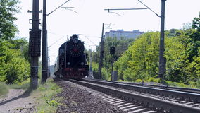 Locomotora de vapor retra en Kiev, Ucrania, almacen de video