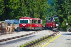 Locomotora diesel de un ferrocarril de la rueda dentada del vintage que va a Schafbe imágenes de archivo libres de regalías
