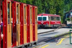 Locomotora diesel de un ferrocarril de la rueda dentada del vintage que va a Schafbe imagen de archivo