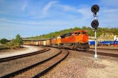 Locomotora en Arizona, los E.E.U.U. del tren de carga Imagen de archivo libre de regalías