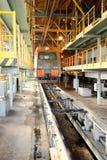 Locomotora en el depósito ferroviario imagen de archivo libre de regalías
