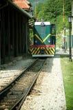 Locomotora en la estación Fotografía de archivo