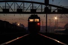 Locomotora en la noche Imagen de archivo
