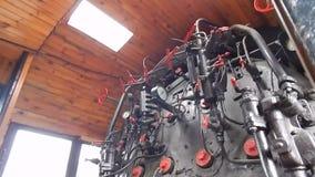 Locomotora ferroviaria, carros en el tren almacen de metraje de vídeo