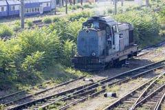Locomotora rumana vieja en depósito Fotografía de archivo