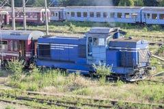 Locomotora rumana vieja en depósito Imágenes de archivo libres de regalías