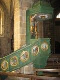 Locronan ed interno della chiesa in Bretagna Fotografie Stock Libere da Diritti