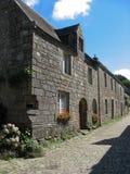 Locronan und Dorf in Bretagne Lizenzfreie Stockfotos