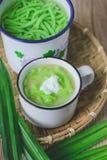 Lod Chon, sobremesa tailandesa, culinária tailandesa, macarronetes de arroz feitos do arroz comido com fotografia de stock royalty free