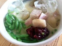 Lod Chong Dessert in der Kokosmilch Lizenzfreie Stockfotos