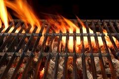 Lodernder Grill BBQ oben lokalisiert auf dem schwarzen Hintergrund, Abschluss Lizenzfreie Stockfotos