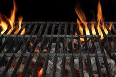 Lodernder Grill BBQ oben lokalisiert auf dem schwarzen Hintergrund, Abschluss Lizenzfreie Stockfotografie