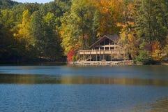 lodge озера стоковая фотография rf