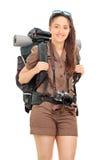 Lodlinje som skjutas av kvinnan som bär fotvandra utrustning royaltyfria foton