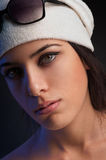 Flicka med basker Arkivbild