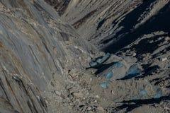 Lodowów lodowi bloki zakrywający skałami i ziemią Zdjęcia Royalty Free