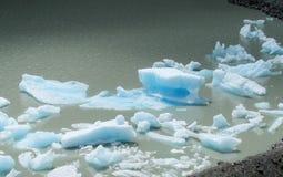 Lodowa góra lodowa, kawałki lód w wodzie Obraz Stock