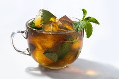 Lodowa herbata z mennicą fotografia stock