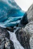 Lodowa jama przy Worthington lodowem w Alaska Stany Zjednoczone Ameri obrazy royalty free