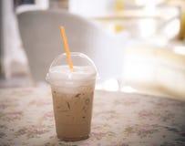 Lodowa kawa na stole w kawiarnia sklepie Obrazy Royalty Free