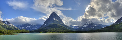 Lodowa parka narodowego Swiftcurrent jeziora panorama obraz stock
