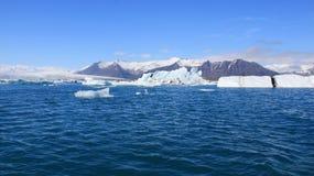 Lodowa piękno natury panoramy zadziwiający widok z niebieskiego nieba tłem zdjęcie royalty free