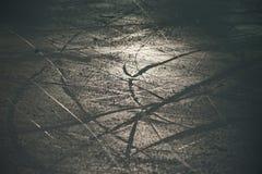 Lodowa tekstura w lodowej arenie strzelał w backlight obraz stock
