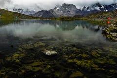 Lodowaty halny jezioro zdjęcie royalty free