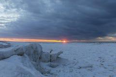 Lodowe formacje na Jeziornym Huron przy zmierzchem - Ontario, Kanada Fotografia Royalty Free