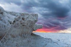 Lodowe formacje na Jeziornym Huron przy zmierzchem - Ontario, Kanada Zdjęcie Stock