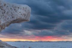 Lodowe formacje na Jeziornym Huron przy zmierzchem - Ontario, Kanada Zdjęcia Stock