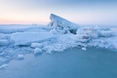 Lodowe muldy w morzu Zdjęcia Royalty Free
