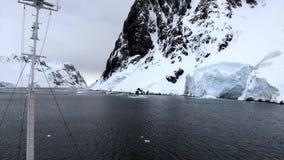 Lodowego floe widok od statku w oceanie Antarctica zbiory wideo