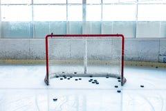 Lodowego hokeja lodowy lodowisko i opróżnia sieć obraz royalty free