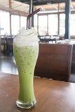 Lodowego mleka zielonej herbaty polewa batożąca śmietanka Zdjęcia Stock