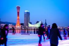 Lodowej łyżwy lodowisko przy portem Kobe, Kobe wierza, Kobe linia horyzontu obrazy stock