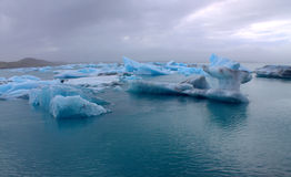 Lodowi floes na jeziornej Jokulsarlon lodowa lagunie Zdjęcie Royalty Free