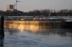 Lodowi floes na niemieckim rzecznym Elbe w Geesthacht, blisko Hamburg Obraz Royalty Free