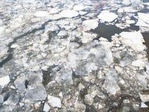 Lodowi floes w Moskva rzece w zimie zdjęcie royalty free