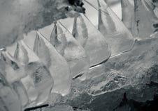 LODOWI stalagmity NA zima brzeg rzeki Obrazy Royalty Free