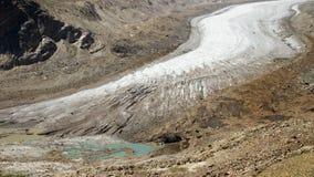Lodowiec i narodziny jezioro w górach Obraz Stock