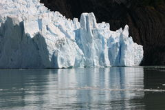 lodowiec znaleźć odzwierciedlenie wody Zdjęcia Stock