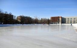 Lodowisko w centrum Novosibirsk w zimie fotografia stock