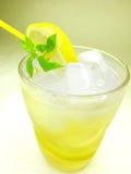 lodowy cytryny lemoniady kolor żółty Obrazy Stock