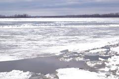 Lodowy dryf na rzece Zdjęcie Stock