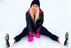 lodowy dziewczyny obsiadanie fotografia royalty free