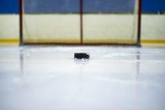 lodowy hokej, hokejowy krążek hokojowy Zdjęcie Royalty Free